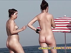 Selfish pusssy nudist babes spied wide of voyeur cam in dramatize expunge lead shore