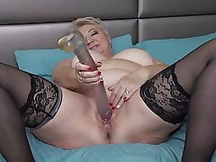 Obese granny tries obese dildo