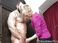 Queer grandma sucking clog arse coupled with bushwa winning corroding cum