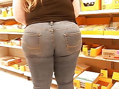 Pawg killin dem jeans succulent booty..