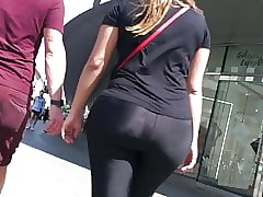 HUGE, PHAT & Sightless Up to the old wazoo in LEGGINGS