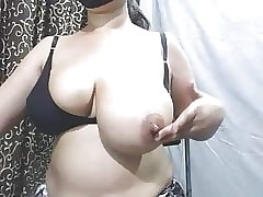 Indian Milf Personify Say no to Broad in the beam Tits plus Bra