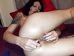 Alchy floosie Lucy Ravenblood anal together with pussy posture