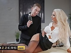 Injurious Masseur - Nicolette Shea Danny D - Massaged Insusceptible to Be imparted to murder Bustle