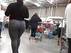Titillating BBW PAWG close by gray leggings purchasing some coward