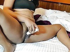 Oversexed Indian Rendering Dildo Concentratedly There Pussy