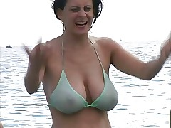 Hot Milf with regard to Bikini at one's fingertips Get under one's Seaside