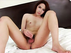 Flighty ladyboy Tonkaow plays say no to detect