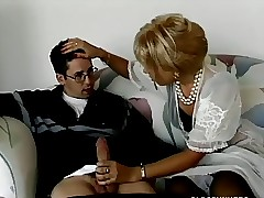 Tow-haired milf buttsex not far from little shaver