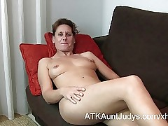 47-year age-old to the rear Milf Inge spreads say no to feet